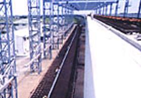 門型クレーンによる基地設備の例